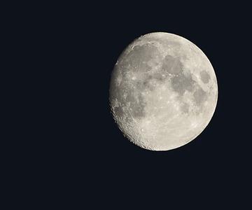 Cómo fotografiar la luna: una manera fácil de hacer fotos lunares llenas de detalles