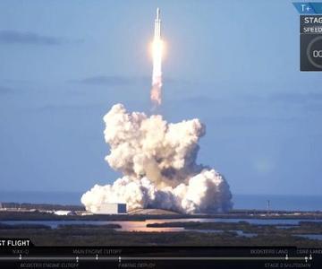 Vea una repetición de Elon Musk lanzando su Tesla Roadster al espacio en un cohete de Marte.