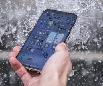 Cómo el Covid-19 puede vivir en tu teléfono, y cómo puedes limpiarlo