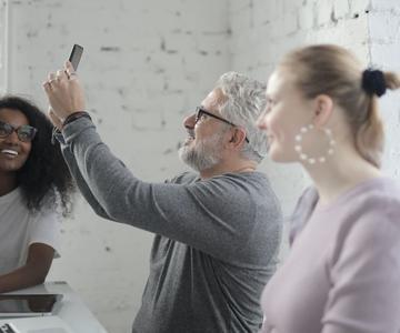 Cómo reducir la tensión ocular cuando se usan pantallas todo el día