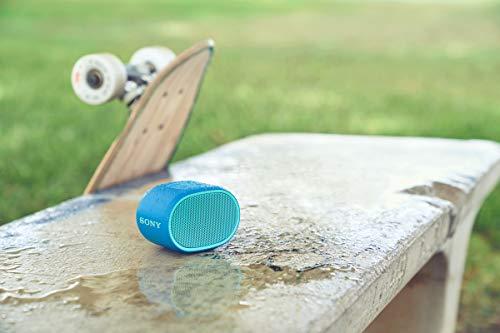 Sony SRSXB01L - Altavoz inalámbrico portátil (Compacto, Bluetooth, Extra Bass, 6h de batería, Resistente al Agua IPX5, Viene con Correa) Color Azul