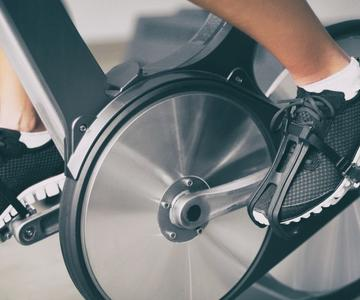 5 grandes entrenamientos de bicicleta estacionaria para principiantes