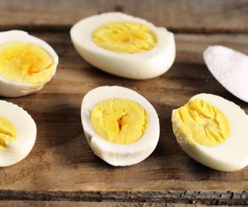 Cómo cocinar huevos duros en una olla instantánea