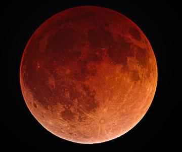 Cómo fotografiar la superluna de sangre con tu cámara o teléfono