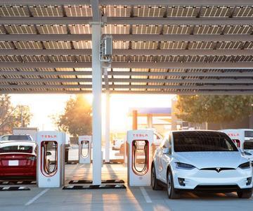 Cómo encontrar un Supercargador Tesla, y... ¿qué es en realidad?
